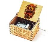 Cuzit Jack Sparrow Bunte hölzerne Spieluhr Handkurbel Fluch der Karibik farbige Spieluhr Davy Jones Medaillon Themenholz Spieluhr